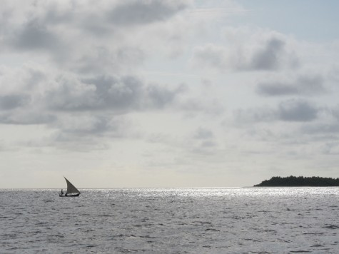 Lateen-rigged boat in Malidives