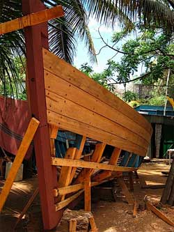 Building a traditional Malagasy fishing boat